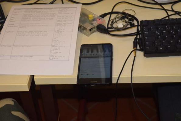 Schüler programmieren anhand von Klaviertutorials Melodie nach